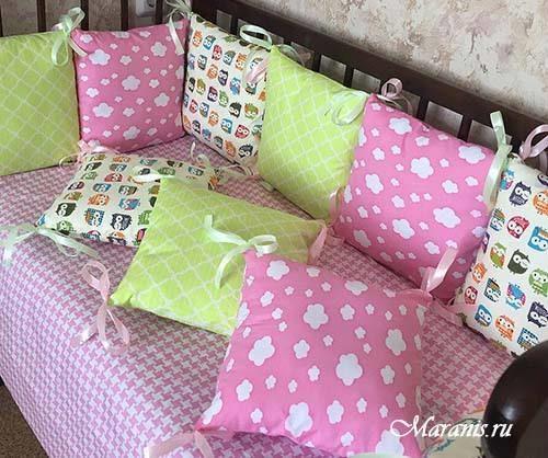 """Бамперы в кроватку """"Розовые облака"""""""