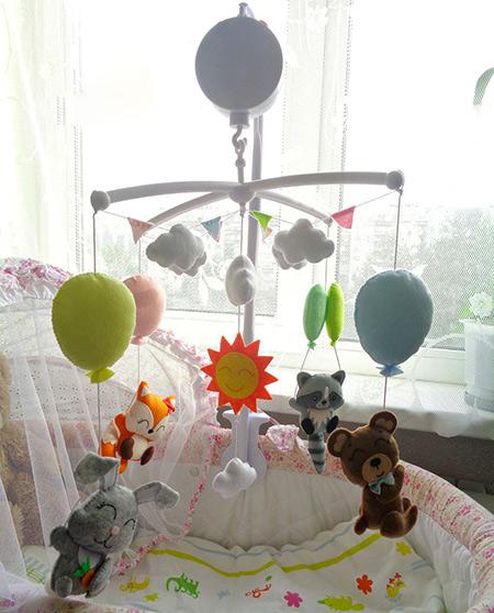 Мобиль в кроватку малыша фото